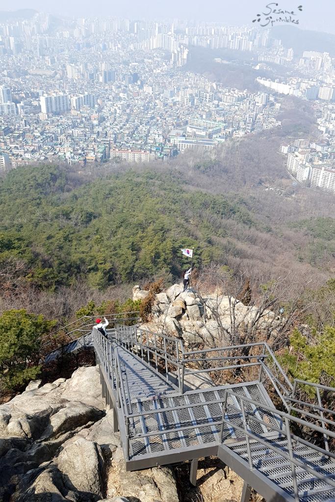 Hiking on Mt. Gwanak 관악산. Seoul, March 2021.